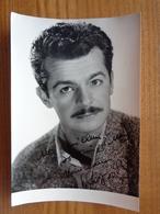 PHOTO AVEC DEDICACE A IDENTIFIER. ( PHOTO LUCIENNE CHEVERT ) - Autographes