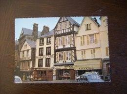 Carte Postale SM De Morlaix: Vieilles Maisons Place Viarmes (Quincaillerie Picart, Opticien...) - Morlaix