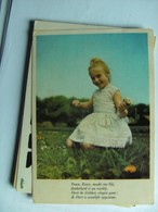 Nice Little Girl In The Grass - Taferelen En Landschappen