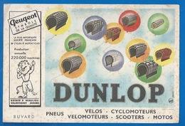 BUVARD - PNEUS DUNLOP - VÉLOS, CYCLOMOTEURS, SCOOTERS, MOTOS...PEUGEOT, USINES À VALENTIGNY 25 - Moto & Vélo