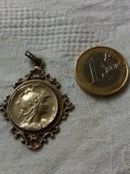 Médaille Ancienne,métal Argenté. - Pendentifs