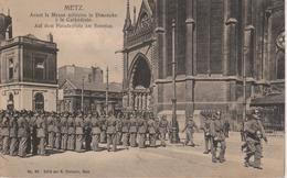 57 - METZ - AVANT LA MESSE MILITAIRE LE DIMANCHE A LA CATHEDRALE - Metz