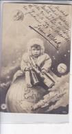 PETIT ENFANT AVEC BOUTELLIES REPOSEE SUR LA TERRE. NPG. VOYAGEE CIRCA 1905-. BLEUP - Fotografie