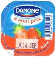 "Opercule Cover Yaourt Yogurt "" Danone "" A Petit Prix French Script Fraise Yoghurt Yoghourt Yahourt Yogourt - Opercules De Lait"