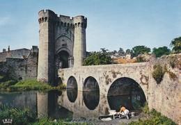 79----PARTHENAY--la Porte Saint-jacques--XIIIe Siècle--( Lavandière )--voir  2 Scans - Parthenay