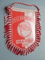 O.F.C. KICKERS 01 E.V. - POKALSIEGER 1970 ( Zie Foto's ) Wimpel - Pennant ! - Football