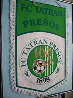 FC TATRAN PRESOV - 100 ROKOV 1898 FC TATRAN PRESOV ( Zie Foto's ) Wimpel - Pennant ! - Voetbal