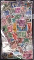 UNE BOITE DE 4700 TIMBRES/ OBLITERES / DEFECTUEUX / MONDE ENTIER /MULTIPLES - Stamp Boxes
