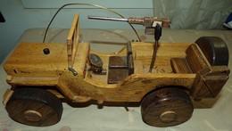JEEP DE L'ARMEE AMERICAINE EN BOIS DE FABRICATION ARTISANALE DE 2007 , LONGUEUR 40 CM POIDS 2,300 KG , POUR COLLECTIONNE - Vehicles