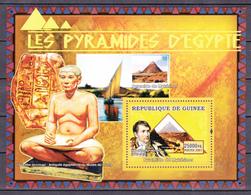 Guinea Guinée 2007 Egypt Archeology Mykerinos Scribe Pyramid ( BF 608 ) MNH** Luxe 13.00€ - Archeologia