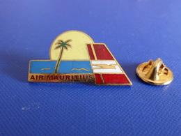 Pin's Air Mauritius - Plage Soleil Palmier - Ile Maurice - Avion Compagnie Aérienne (L9) - Airplanes