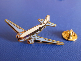 Pin's DC3 Douglas Corporation - Avion Compagnie Aérienne - Tablo (P56) - Airplanes