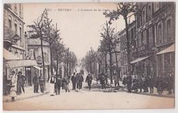 CPA Nevers L'Avenue De La Gare - Nevers