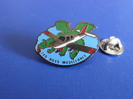 Pin's Aéroclub - Les Ailes Mosellanes - Moselle - Avion Tourisme (Q41) - Airplanes