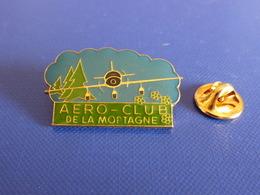 Pin's Aéroclub De La Mortagne - Avion Tourisme (Q38) - Airplanes