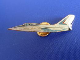 Pin's Avion De Chasse Rafale - Armée De L'air - Militaire (Q21) - Airplanes