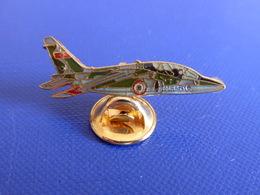 Pin's Avion De Chasse Fouga Magister ? - Armée De L'air - Militaire (Q28) - Airplanes