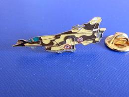 Pin's Avion De Chasse Mirage 2000 - Armée De L'air - Militaire - Desert Storm - Tempête Du Désert (Q30) - Airplanes
