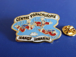 Pin's Centre Parachutisme Nancy Lorraine - Photo Tchak - Parachute - Para (PU68) - Paracadutismo