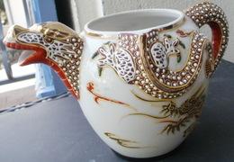 THEIERE En Porcelaine Du Japon, Bec Verseur Tête De Dragon - Pas De Couvercle - Ceramics & Pottery