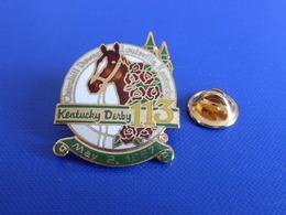 Pin's Sport Hippique Hippisme - Kentucky Derby 113 - Mai 2 1987 - Churchill Downs Louisville - Cheval Roses (PF17) - Badges