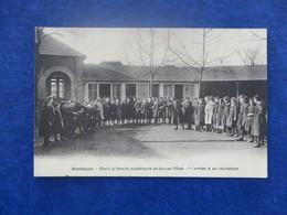 CPA-03-MONTLUCON-Ecole Primaire Supérieure De Jeunes Filles-1ère Année-Récréation-animée - Montlucon