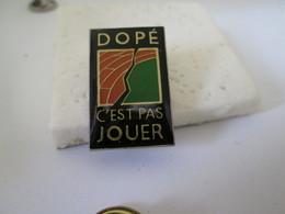 PIN'S  DOPE  C EST PAS  JOUER - Badges