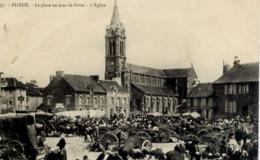 22  PLOEUC-SUR-LIÉ - La Place Un Jour De Foire - L'Église - Très Animée - Other Municipalities