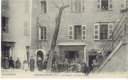83 ENTRECASTEAUX  La Placette Un Jour De Fête - France