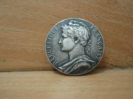 Médaille En Argent - Silver - REPUBLIQUE FRANCAISE MINISTERE DU COMMERCE  L'INDUSTRIE O.J.M BARTHE 1923 HONNEUR TRAVAIL - France