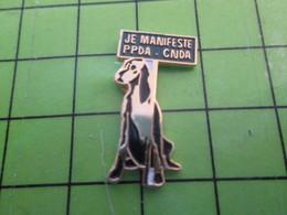 1018B Pin's Pins / Rare Et De Belle Qualité / THEME ANIMAUX : CHIEN JE MANIFESTE PPDA CNDA - Animaux