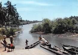 Afrique En Couleurs Scène De Vie Sur La Rivière )(PHOTO HOA-QUI  N°4581 )*PRIX  FIXE - Non Classés