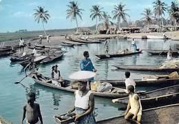 Afrique En Couleurs Scène De Vie Sur Le Fleuve (pirogue Pirogues) (PHOTO HOA-QUI  N°4268 )*PRIX  FIXE - Non Classés