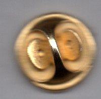 PIN'S D'UNE ATTACHE DE PIN'S; OFFERT PAR LE JOURNAL PIN'UP. DIAMETRE:1,7cm - Medias