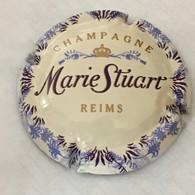 244 - Capsule De Champagne - 11 - Marie Stuart Fond Blanc Cassé, Grosses Lettres - Marie Stuart