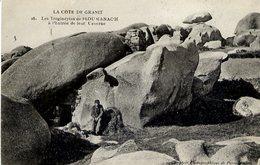 22 La Côte De Granit - Les Troglodytes De PLOUMANAC'H à L'Entrée De Leur Caverne - (Ploumanach, Perros-Guirec) - Ploumanac'h