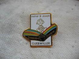 Pin's De L'Institut Saint Joseph De La Ville De GUEBWILLER (Dept 68). Coopérative Scolaire - Administrations