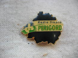 Pin's Radio France PERIGORD - Medias