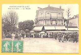 """Carte Postale En Noir Et Blanc """" Place De La Gare-Le Marché """" à LIVRY-GARGAN - Livry Gargan"""
