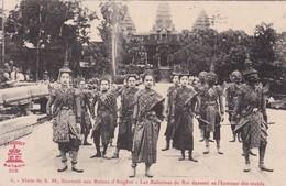 Visite De S.M. Sisowath Aux Ruines D'Angkor - Les Ballerines Du Roi Dansant En L'honneur Des Invités Indochine Cambodge - Cambodia
