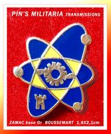 SUPER PIN'S TRANSMISSIONS : Thème MILITARIA En ZAMAC Base Or, Signé BOUSSEMART, Format 1,8X2,1cm - Army