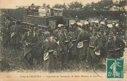 """/ CPA FRANCE 51 """"Camp De Chalons, Infanterie En Manoeuvre"""" / MILITAIRES - Châlons-sur-Marne"""