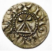 DENIER CAROLINGIEN. CONRAD LE PACIFIQUE. (937-993). LYON. BOURGOGNE. ROYAUME DE PROVENCE.  1,09 Gr. - 751-987 Monnaies Carolingiennes
