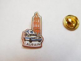Beau Pin's , Médical , Ambulances Laurain , Auto Mercédés - Medical