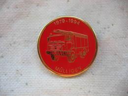 Pin's N° 161 Du Camion Des Sapeurs Pompiers De La Ville De Mulligen En Suisse. 1989-1994 - Firemen