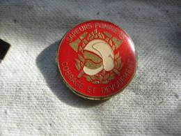 Pin's Pompiers En Général: Courage Et Dévouement - Firemen