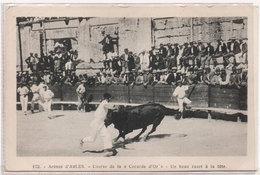 Arènes D' ARLES - Course De La Cocarde D' Or - Un Beau Razet A La Tete   (1114 ASO) - Arles