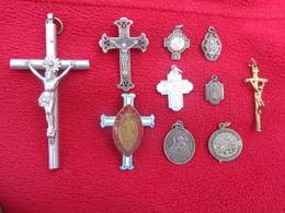 Lot De 72 Medailles-et Croix Dont 1 Avec Marteau Et Tenaille (jeanne D'arc -ciboire-nd De Lourdes Etc..... - Religion & Esotericism