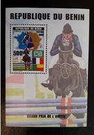 BENIN 1999 - GRAND PRIX FRANCE - AFRIQUE HIPPISME CHEVAUX PFERD HORSE HORSES - SHEETLET SHEET BLOC BLOCK  RARE MNH **. - Chevaux