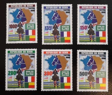 BENIN 1999 - GRAND PRIX FRANCE AFRIQUE HIPPISME CHEVAUX PFERD HORSE HORSES - FULL SET MICHEL 1223 /8 1228  RARE MNH **. - Chevaux